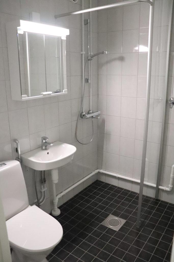 Antinkadun asunnon uusittu kylpyhuone